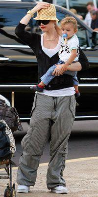 Gwen Stefani  Rahat pantolon ve spor ayakkabılarınız, çok koşturacağınız bir seyahatte kesinlikle sizin kurtarıcınız olabilir.